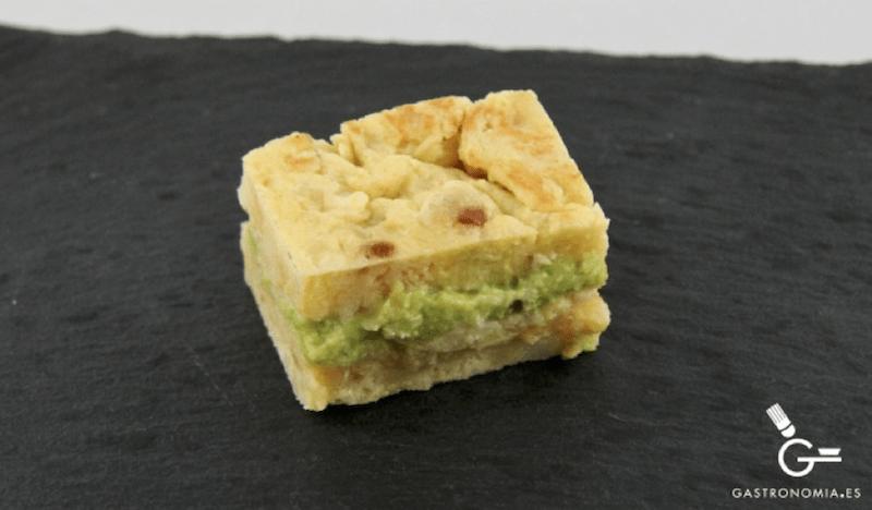 Tortilla de patatas rellena de guacamole